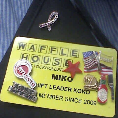 Photo taken at Waffle House by Yamiko S. on 5/17/2013