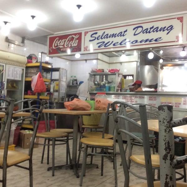 Photo taken at Restoran Victory by Mohd N. on 8/5/2016