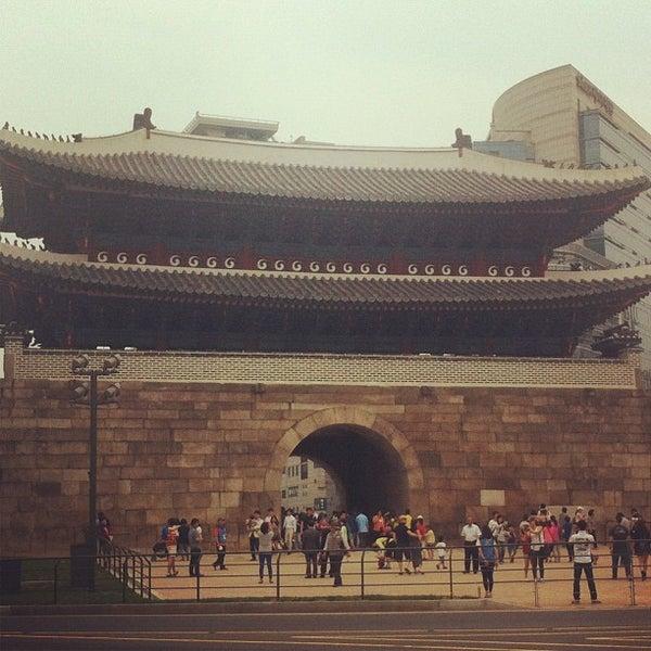 Photo taken at 숭례문 (崇禮門, Sungnyemun) by j.y.melek L. on 5/26/2013