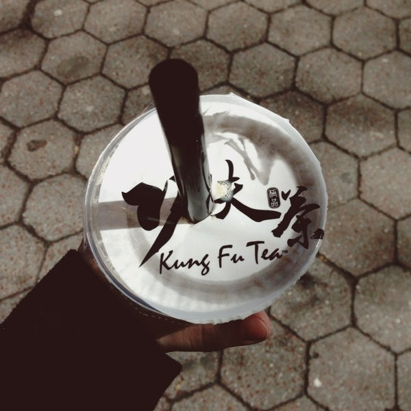 Photo taken at Kung Fu Tea 功夫茶 by Nicole V. on 3/20/2013