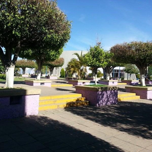 Photo taken at Universidad del Valle de Atemajac (UNIVA) by Alfonso G. on 4/9/2013