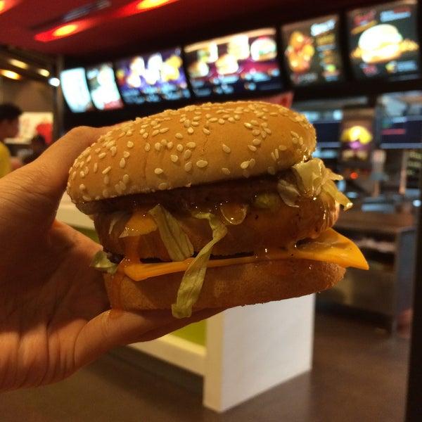 Photo taken at McDonald's (แมคโดนัลด์) by Boyrd T. on 6/1/2015
