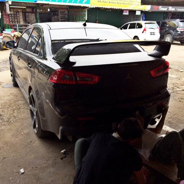 Photo taken at Pasar Mobil Kemayoran by saint DS™ on 3/9/2014
