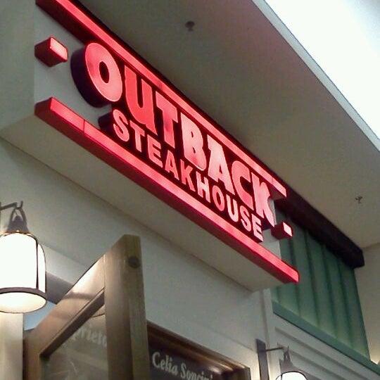 Foto tirada no(a) Outback Steakhouse por Leandro L. em 1/26/2012
