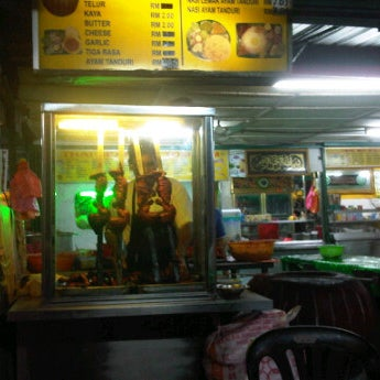 Photo taken at Kedai Jalal by Azan M. on 3/19/2012