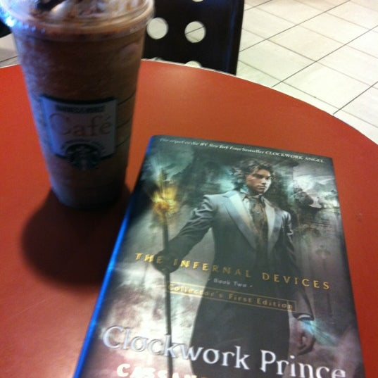 Photo taken at Barnes & Noble by Frizella E. on 5/10/2012