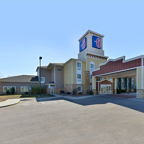 Motel 6 Senior Rates - Motel 6 - Find Discount Motels CODES Get Deal Motel 6 is proud to offer Seniors up to 10% off of our nightly best available rate to seniors 60 years of age or older.* This special Senior Rate discount* is available at each of our 1,+ .