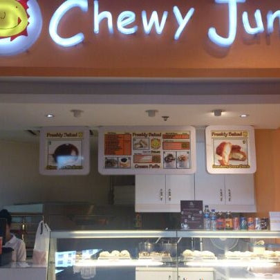 Photo taken at Chewy Junior by Marco Horhe L. on 2/26/2013