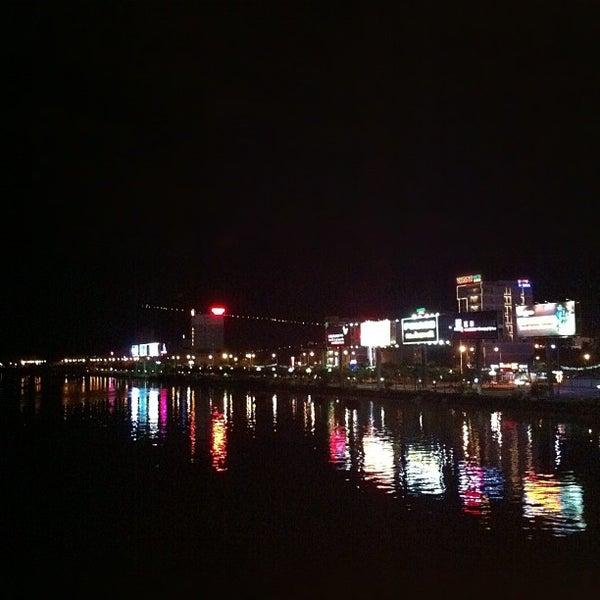 Photo taken at Cầu Sông Hàn (Han River Bridge) by Vinh T. on 9/16/2012