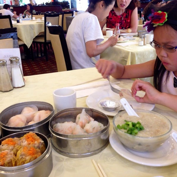 Photo taken at PV Palace Seafood Restaurant by Jean Y. on 9/5/2014