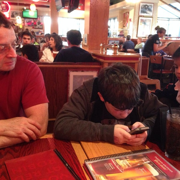 Photo taken at Red Robin Gourmet Burgers by Sheryl B. on 4/12/2014