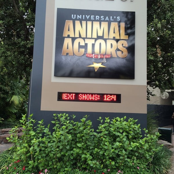 Photo taken at Universal's Animal Actors by Efrain V. on 10/31/2014