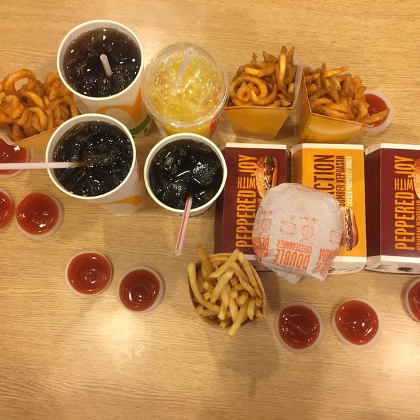 Photo taken at McDonald's by Ricca D. on 12/13/2016