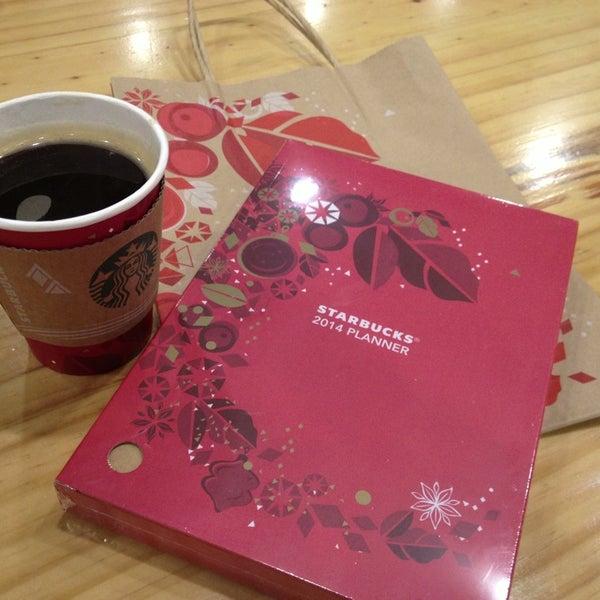 Photo taken at Starbucks by charlie K. on 12/17/2013