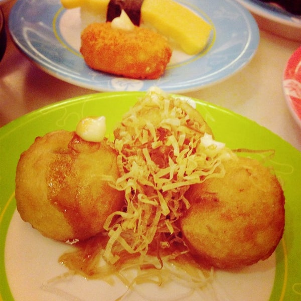 Photo taken at Sakae Sushi by Addy T. on 8/7/2013