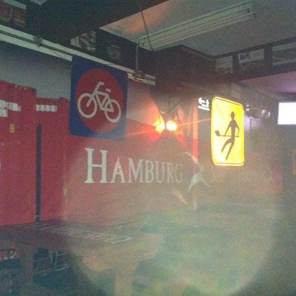 Photo taken at Hamburgo by LiNiS P. on 7/25/2015