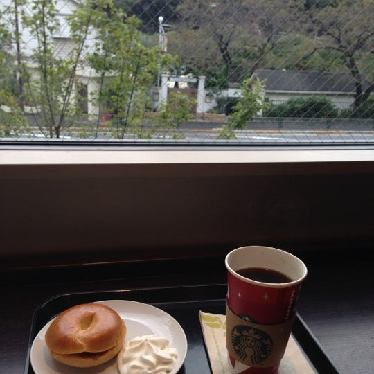 Photo taken at Starbucks Coffee 神楽坂下店 by Cloris P. on 11/2/2012