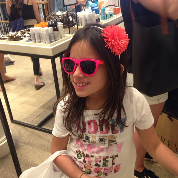 Photo taken at J.Crew by Joy Paper P. on 6/22/2014