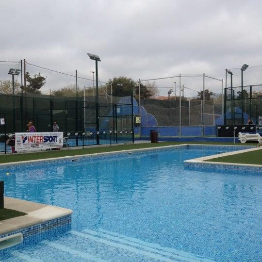 Club de tenis masnou soccer field in el masnou for Piscina masnou