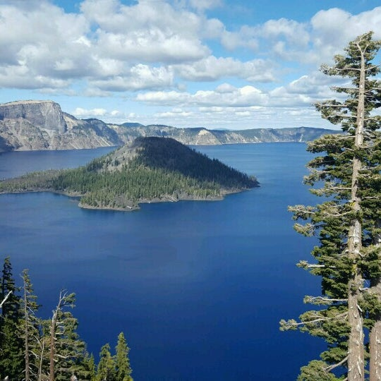 Photo taken at Crater Lake National Park by 席子 on 9/5/2016
