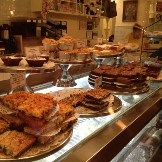 Photo taken at Magnolia Bakery by Stephanie T. on 11/25/2012