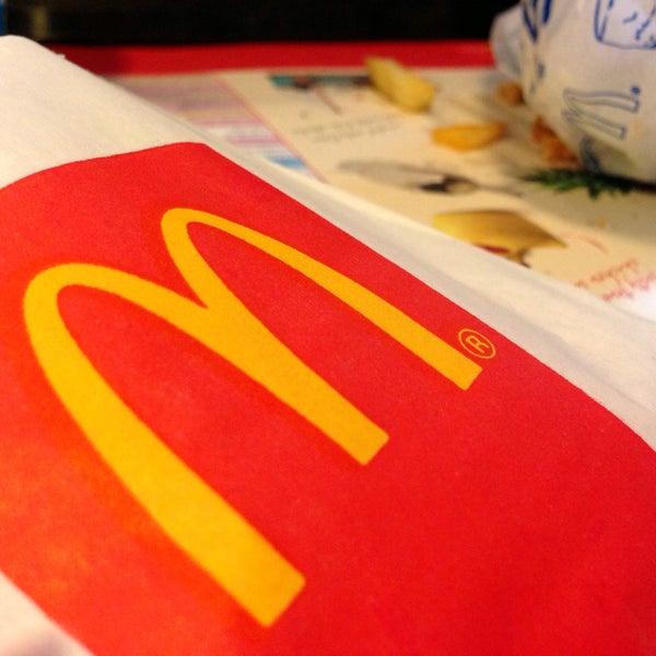 Photo taken at McDonald's (แมคโดนัลด์) by Podum S. on 5/5/2015