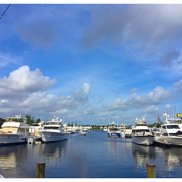 Photo taken at Marina Bay Marine Resort by Ian T. on 1/1/2016