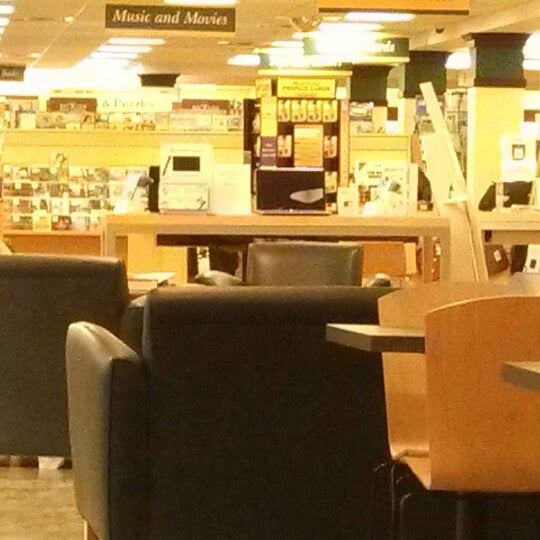 Photo taken at College of William & Mary Bookstore by Luigi P. on 2/13/2013