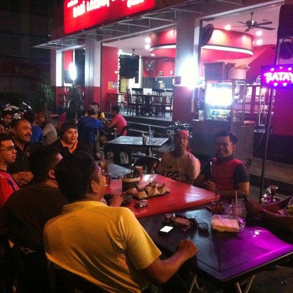 Photo taken at Nasi Lemak Cikgu by GaBaN GP G. on 12/28/2012