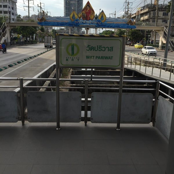 Photo taken at BRT วัดปริวาส (Wat Pariwat) by Kannikar R. on 5/14/2015