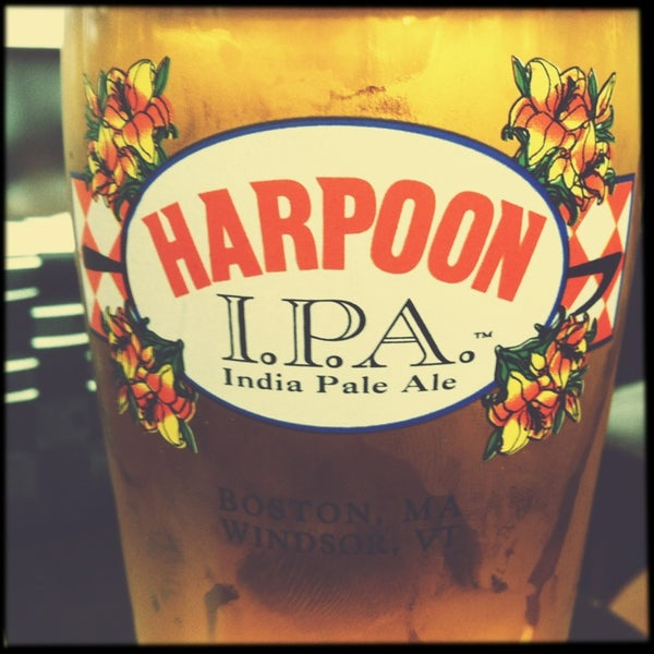 Photo taken at Harpoon Tap Room by Paddy 🐺🐺 on 5/29/2013
