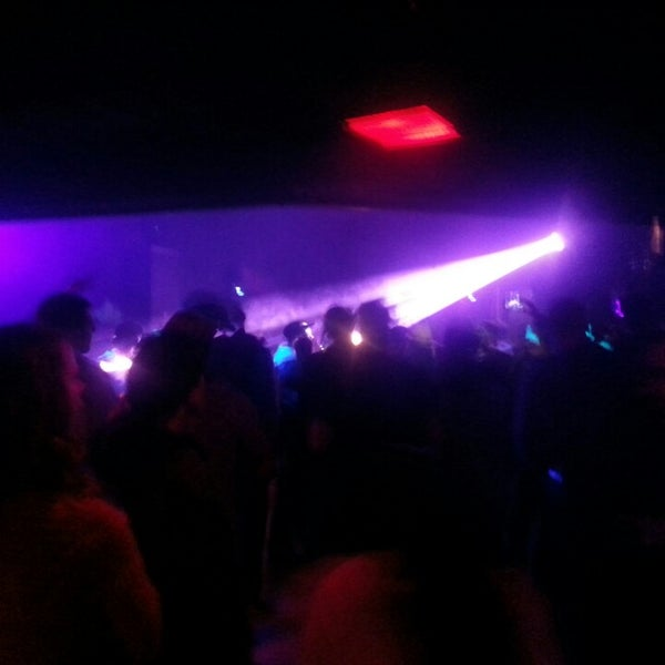 Photo taken at Lakeside Pizza, Sports Bar & Nightclub by Paul R. on 3/10/2013