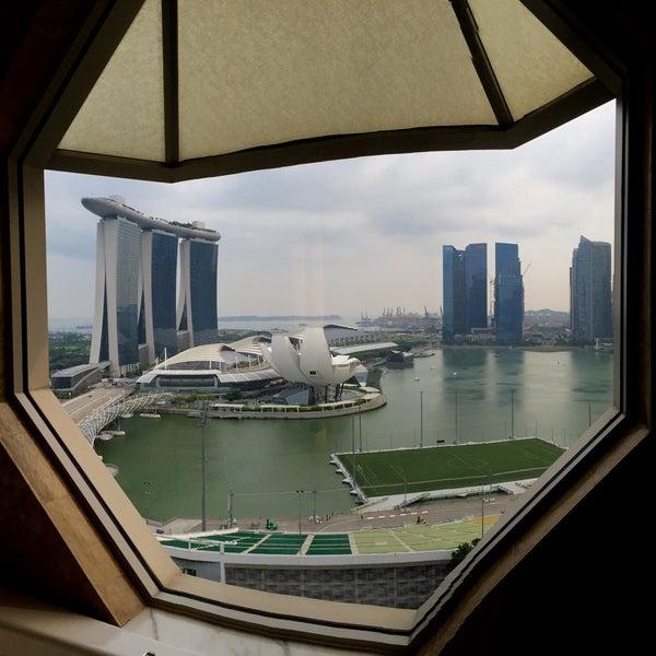 Photo taken at The Ritz-Carlton, Millenia Singapore by Gerard T. on 9/26/2015