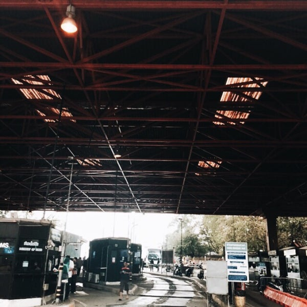 Photo taken at Bukit Kayu Hitam Immigration Complex by Ku Faisal on 11/13/2015
