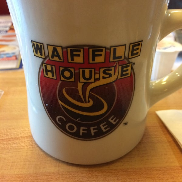 Photo taken at Waffle House by Chicka E. on 12/4/2015