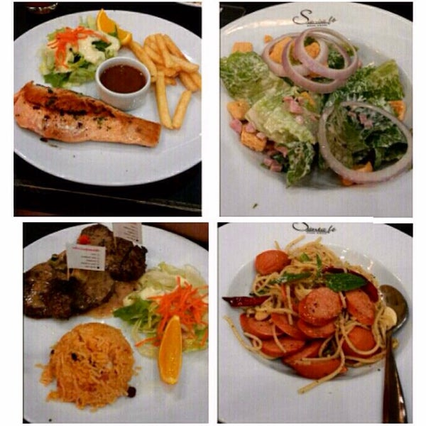 Photo taken at Santa Fé Steak (ซานตา เฟ่ สเต็ก) by Janeth J. on 3/31/2014