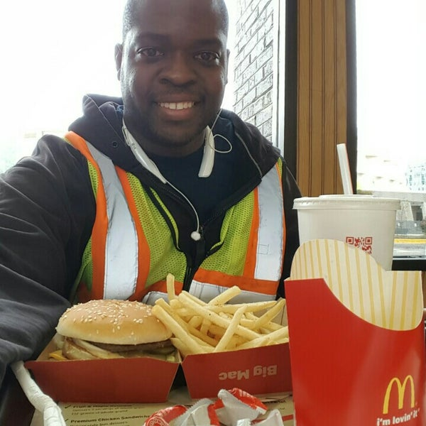 Photo taken at McDonald's by Donnell H. on 10/4/2015