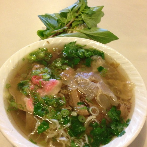 Photo taken at Pho 75 by Sam Y. on 12/9/2012