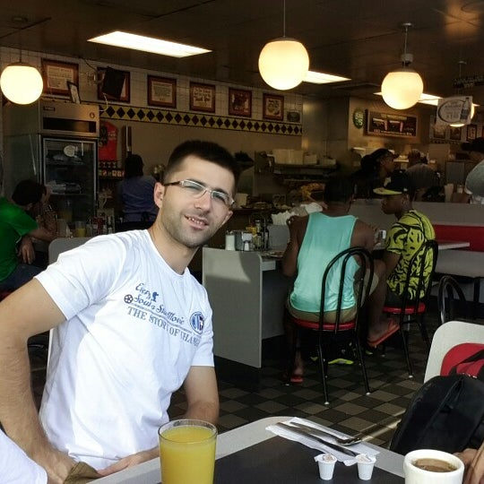 Photo taken at Waffle House by Mehmet Ş. on 9/1/2014