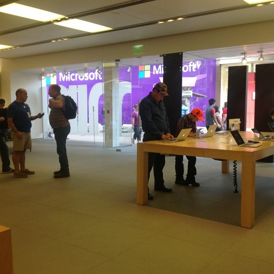 Photo taken at Apple La Cantera by Curt R. on 11/18/2012