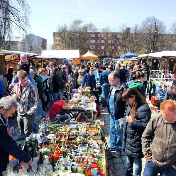Flohmarkt am Mauerpark - Flea Market in Berlin