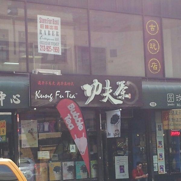 Photo taken at Kung Fu Tea 功夫茶 by Brian T. on 10/3/2013