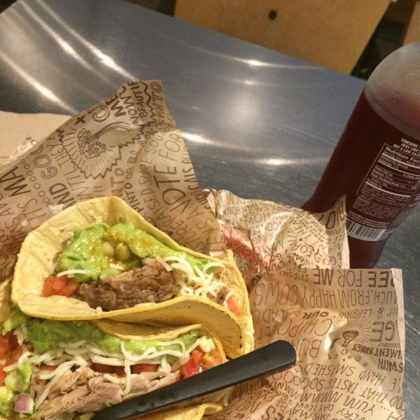 Photo taken at Chipotle Mexican Grill by Luis Angel R. on 6/16/2015