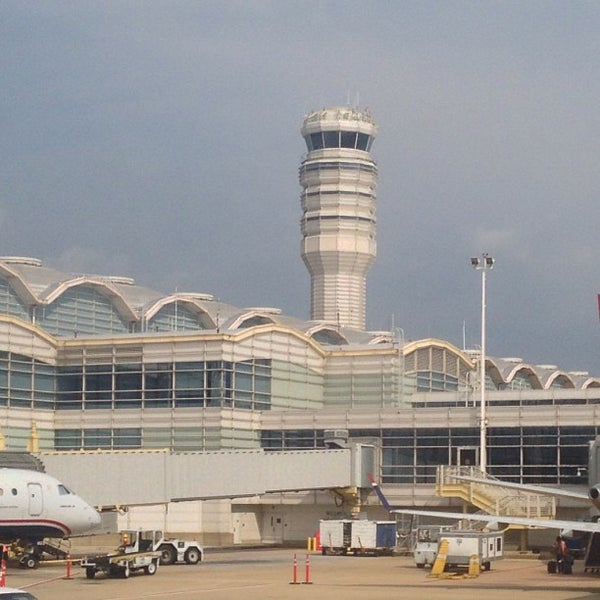 Photo taken at Ronald Reagan Washington National Airport (DCA) by Roberto M. on 7/27/2013