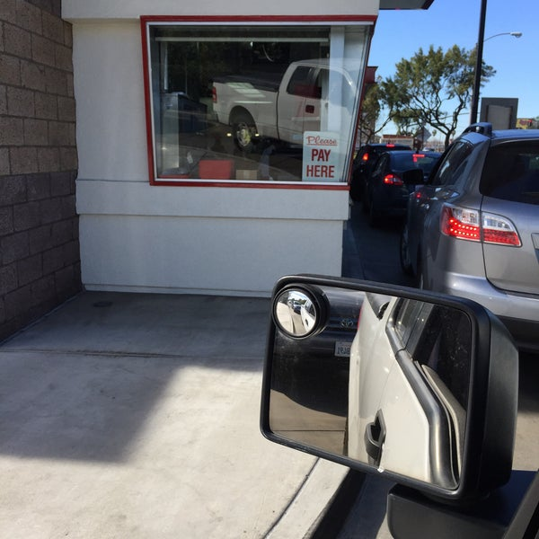 Photo taken at In-N-Out Burger by Scott S. on 1/25/2015