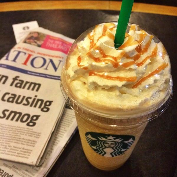 Photo taken at Starbucks (สตาร์บัคส์) by Thanchanok K. on 3/22/2015