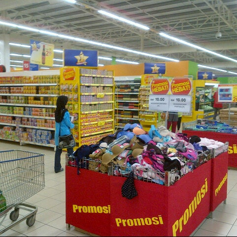 Photo taken at Tesco by Aizuddin Bahrom on 11/11/2012