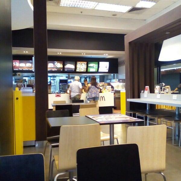 Photo taken at McDonald's by Jarannadda C. on 3/28/2016