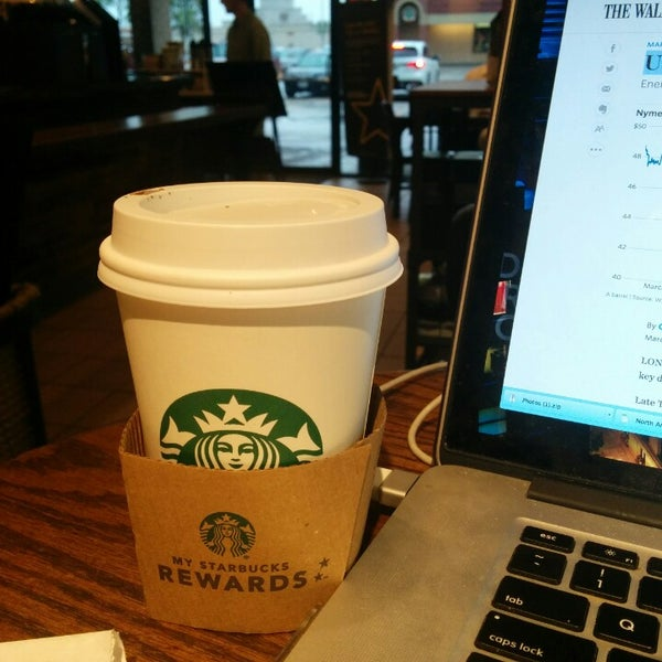 Photo taken at Starbucks by deepneko on 3/18/2015