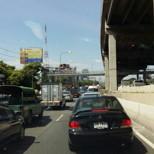 Photo taken at แยกสุทธิสาร (Sutthisan Intersection) by Arnat R. on 8/17/2015